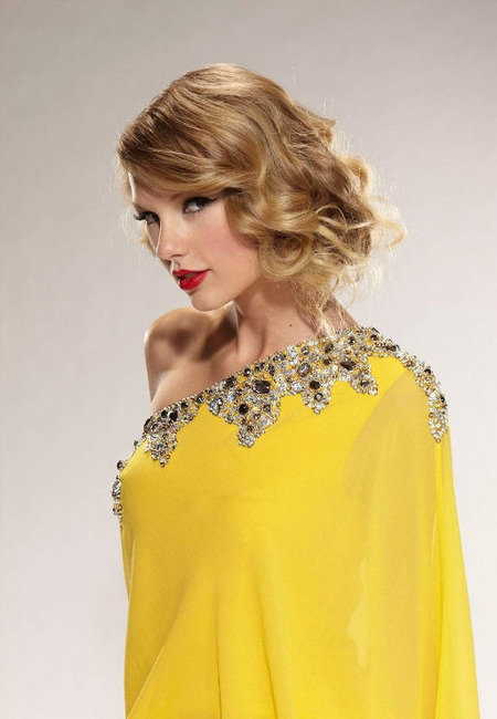 taylor-swift-in-mandalay.jpg